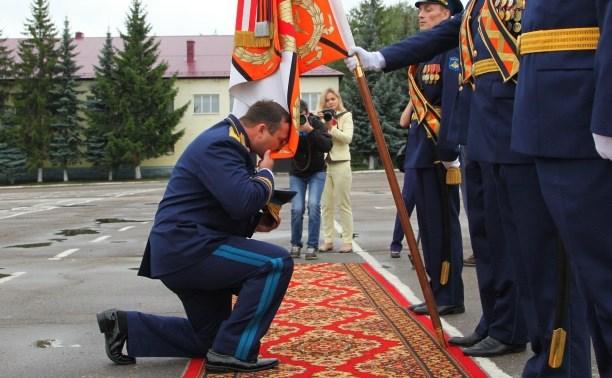 Дмитрий Глушенков простился со знаменем дивизии
