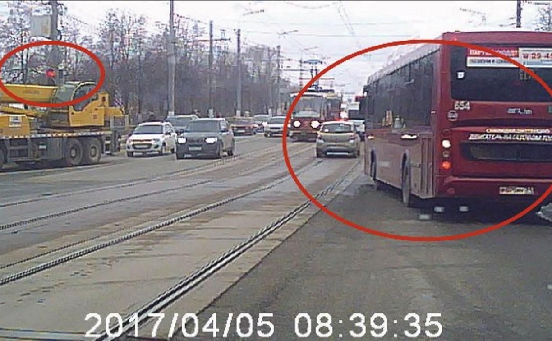 Водитель тульского автобуса, нарушивший правила, получил выговор