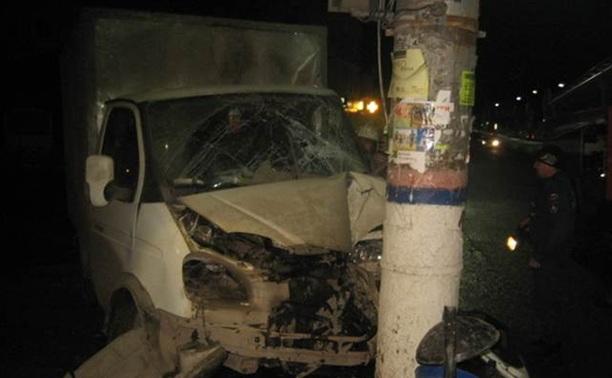 В Зареченском районе врезалась в столб грузовая ГАЗель