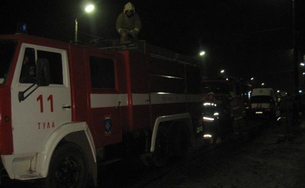Рок-клуб «М2» тушили пять пожарных машин