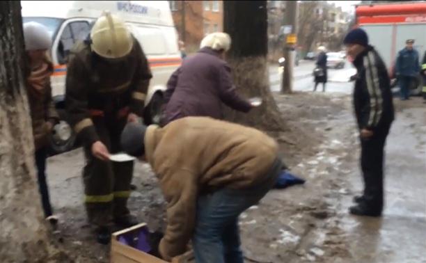 В Туле очевидцы и пожарный отпаивали молоком пострадавших животных