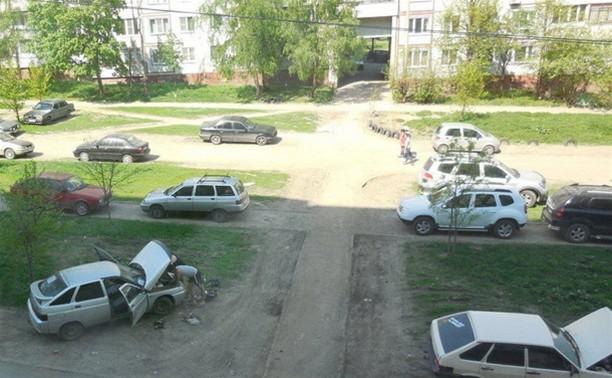 Коллекция любителей припарковаться на газоне