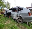 В Туле ВАЗ врезался в легковушку, а затем – в столб: водитель сбежал