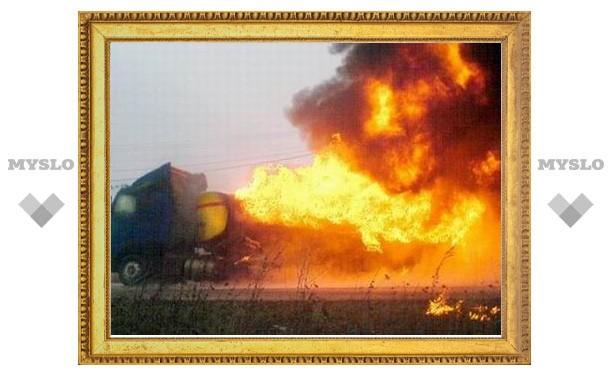 НАТО нанесло авиаудар по угнанному талибами бензовозу