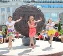 Тульские танцоры чарльстона сняли яркий клип на улицах города
