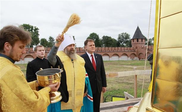 В кремле освятили шпиль колокольни Успенского собора
