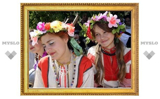 Открывается IX международный фестиваль Крапивы