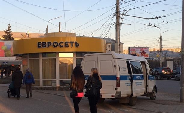 Вооруженный грабитель забрал из «Евросети» 27 тысяч рублей