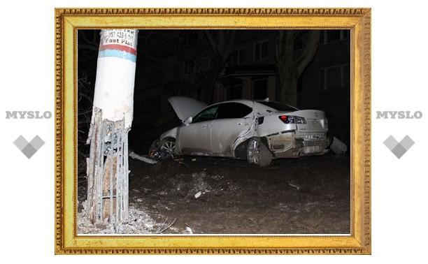 На ул. Фрунзе в Туле столкнулись «Лексус» и «Лада»