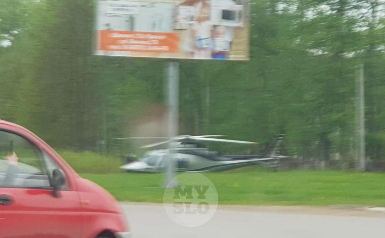 На въезде в Щекино приземлился вертолёт