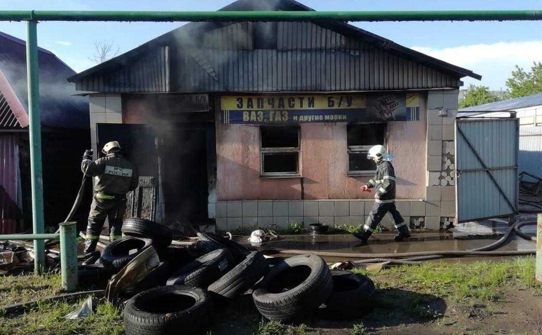 В Заречье сгорел магазин автозапчастей