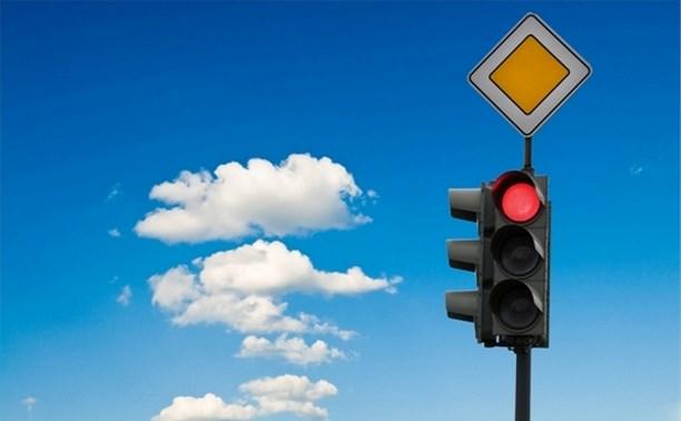 За проезд на красный водителей хотят лишать прав