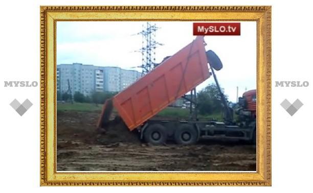 Кто сваливает крупный мусор в жилом районе Тулы?