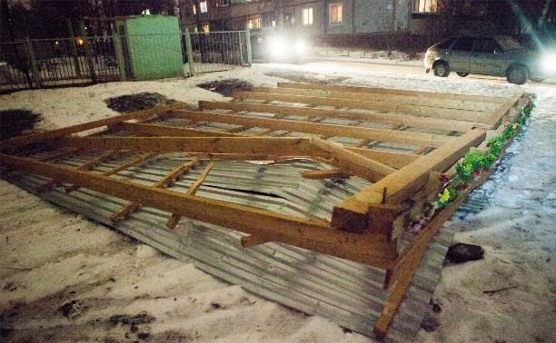 В Туле порывом ветра сорвало крышу веранды в детском саду