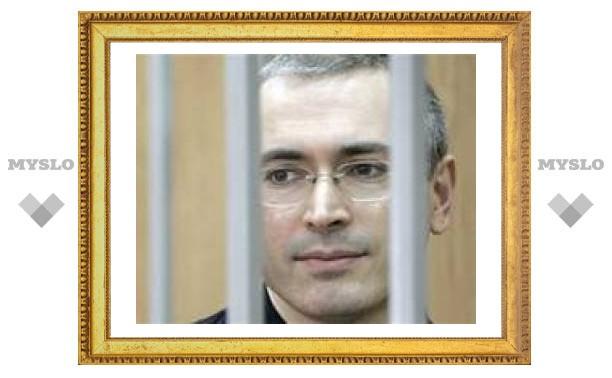 В Москве у памятника Гоголю выпили шампанского за здоровье Ходорковского