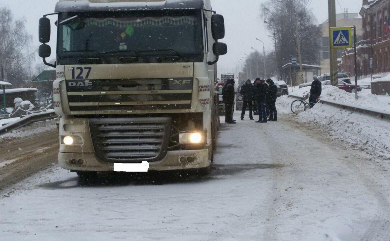 В Тульской области грузовик сбил пенсионерку на пешеходном переходе