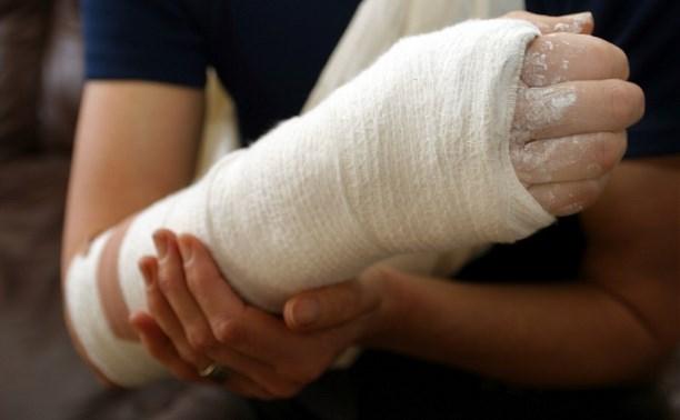 В Донском школьник сломал руку на уроке физкультуры