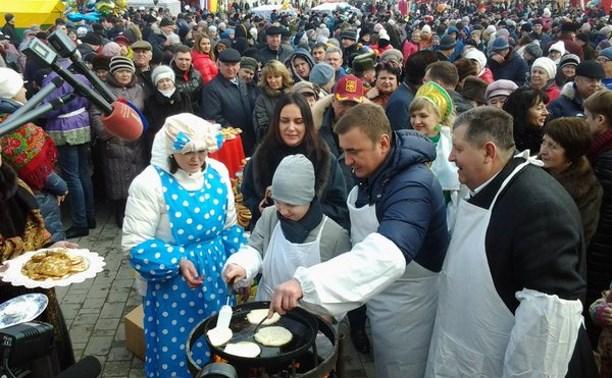 Врио губернатора Тульской области Алексей Дюмин принял участие в Масленичных гуляньях в Суворове