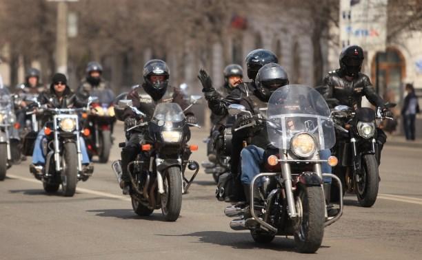 «Ночные волки» и «Русские мотоциклисты» посетили воспитанников Алексинской воспитательной колонии