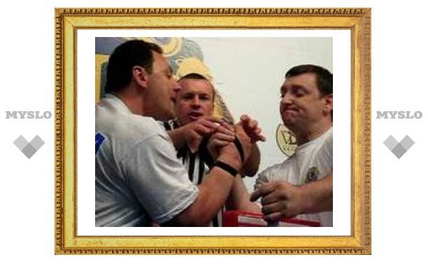 Тульские силачи завоевали золотую и серебряную награды