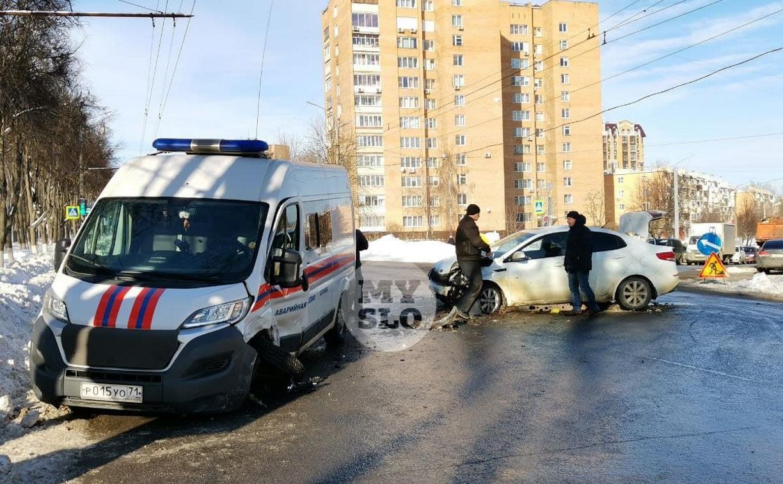 Автомобиль газовой службы попал в ДТП на ул. Первомайской и потерял колесо