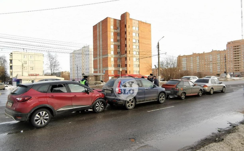На проспекте Ленина произошло массовое ДТП