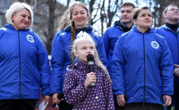 Молодые специалисты Тулачермета и артисты областной филармонии исполнили для ветеранов песни Победы