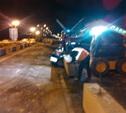 На трассе М2 грузовик въехал в бетонные блоки