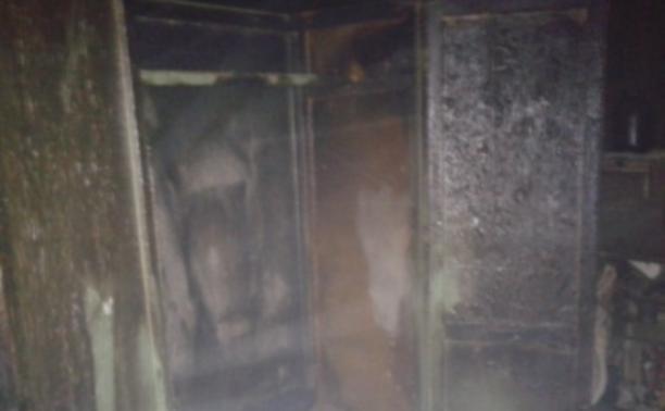 В Новомосковске пожарные вывели 11 человек из горящего дома
