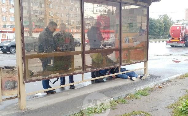 В Туле на остановке обнаружили труп мужчины