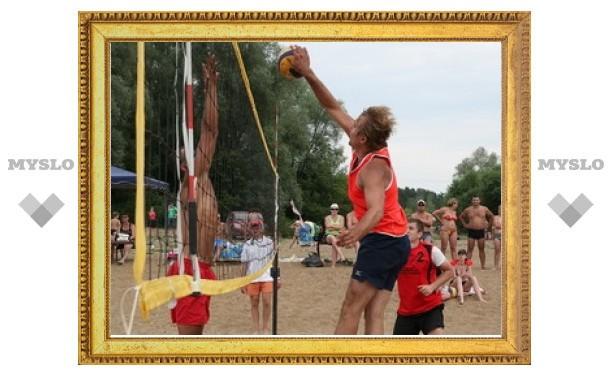 На пляже разыграли волейбольные призы