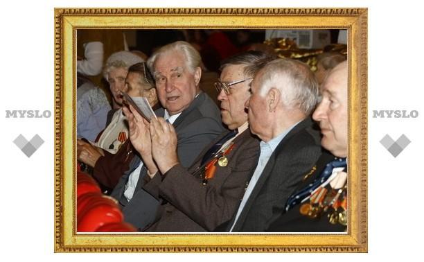 Тульских ветеранов поздравили с Днем Победы