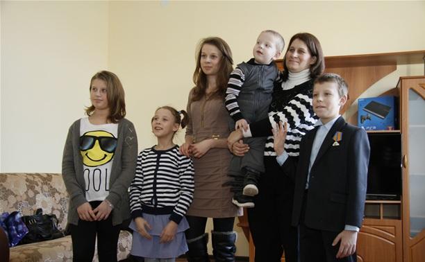 Семье школьника-героя из Хрущево подарили новый дом
