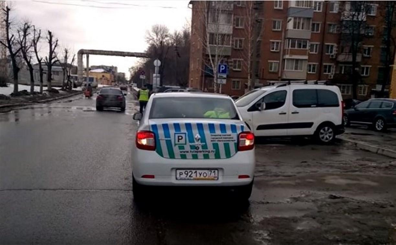 Сотрудники МКУ «Автохозяйство», контролирующие платную парковку, нарушают ПДД