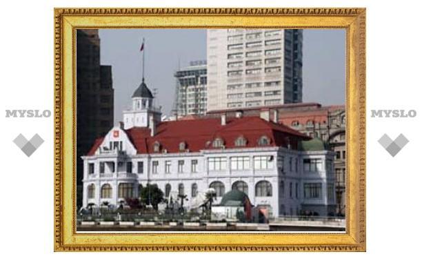 Вице-консула РФ заперли на заводе в Китае