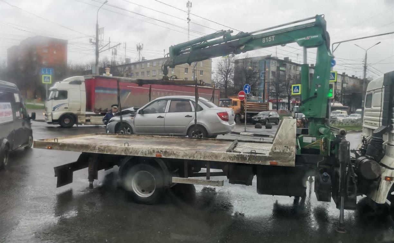 В Туле «Лада Гранта» столкнулась с BMW