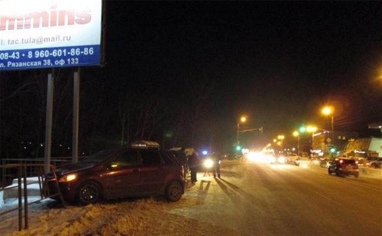 На Рязанке Mercedes Benz сбил пожилую женщину и врезался в ограждение