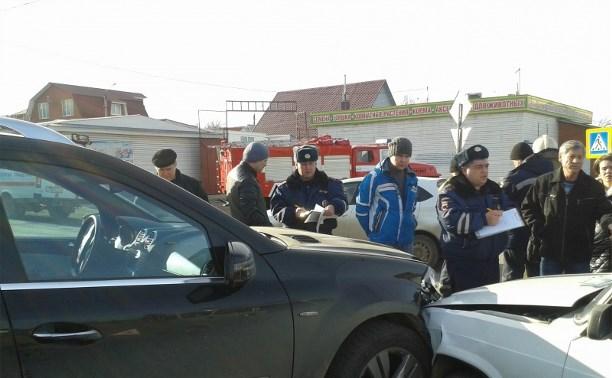 В Привокзальном районе Тулы столкнулись «Лада» и «Мерседес Бенц»
