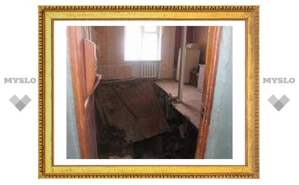 Под Тулой в квартире обрушились пол и стены