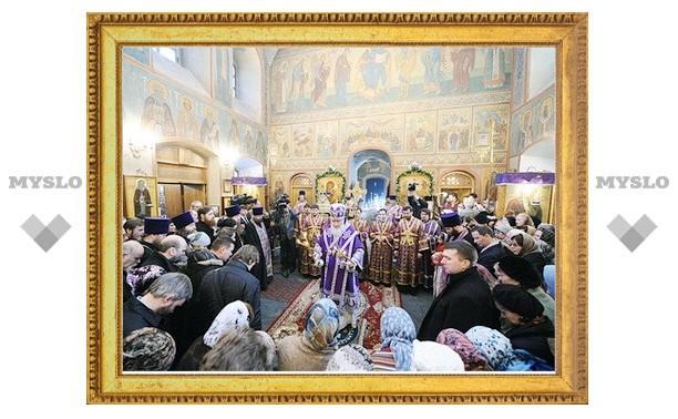 Патриарх Кирилл совершил литургию Преждеосвященных Даров в Спасо-Преображенском храме на Болвановке