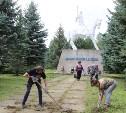 «Экопатруль» в Одоеве навел порядок у памятника конникам генерала Белова