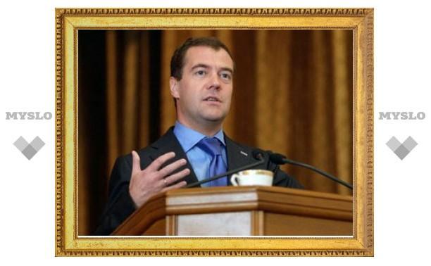 Забытую Медведевым на Украине чашку пустят с молотка