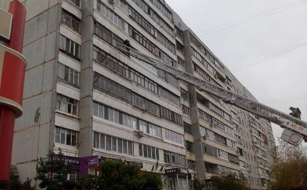 Из горящей квартиры на улице Майской пожарные спасли человека