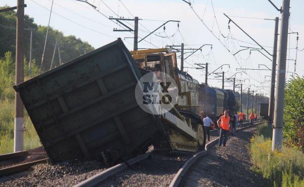 Грузовой состав сошел с рельсов: пассажирам задержанных поездов в Туле раздают воду и еду