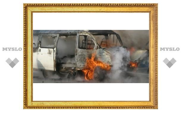 В Туле сгорели две машины
