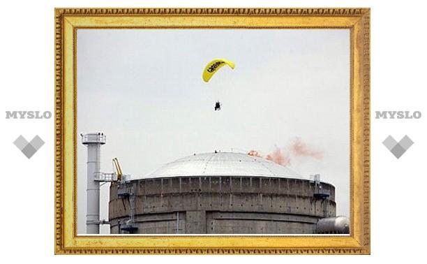На французской АЭС задержали прилетевшего на параплане эколога
