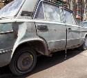 Плюшкины в Туле: На улице Руднева припаркованы легковушки-помойки