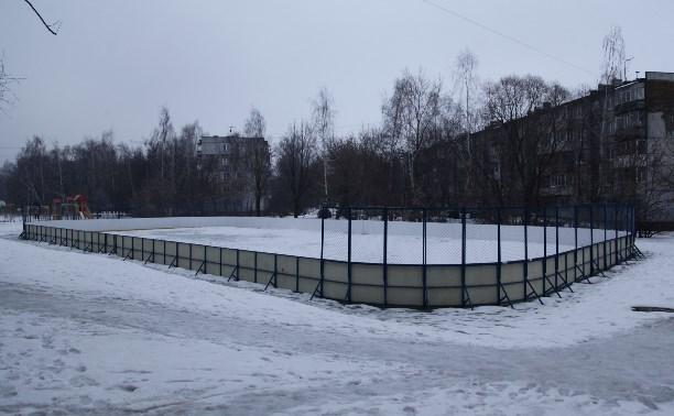 Хоккейную коробку на ул. Новомосковской засыпали щебёнкой