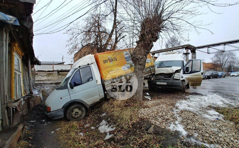 В Туле угнанная маршрутка устроила массовое ДТП