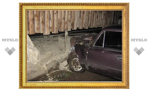 В Туле девушка на «копейке» врезалась в бетонный забор